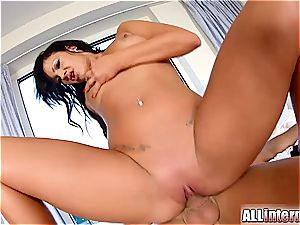 Dark haired stunner Nia gets her coochie packed