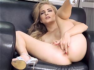 Cayenne Klein fingering her own fleshy pussyhole