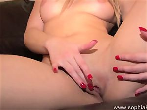 scorching honey Sophia Knight taunts her wet bean