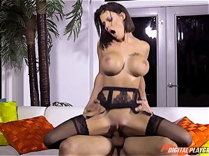 ultra-kinky brown-haired Peta Jensen receives package from the wrong mailman