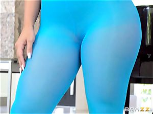 lithe honey Kelsi Monroe is torn out of her stellar nylons