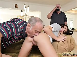 dame in pantyhose and 2 dolls moviekup riding the elderly bone!
