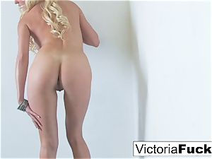 Victoria touches her cootchie to completion