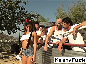 supah mind-blowing Keisha gets prepped for her gang-fuck