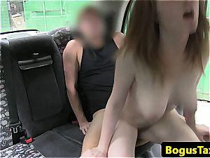 taxi Driver has a superb time fuckin' a super-fucking-hot passenger