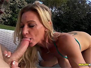Ceira Roberts puss boned by the poolside