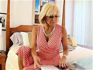 SEXYMOMMA light-haired scissoring with accomplished stepmom