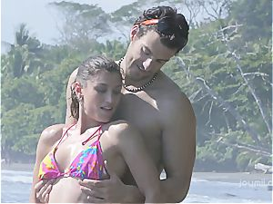 Julia Roca has some joy in the sun with her boyfriend