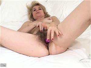 Isabella Diana fucktoys her hairy mature twat