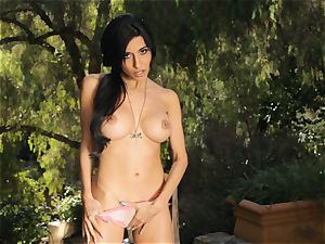 bare Idelsy tugging outdoors