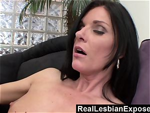 RealLesbianExposed mummy Knows How to
