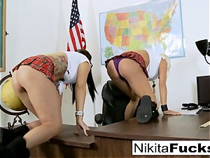 Classroom taunting leads to lezzy boning
