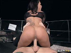 Zombie hunter Peta Jensen crammed by a enormous shaft