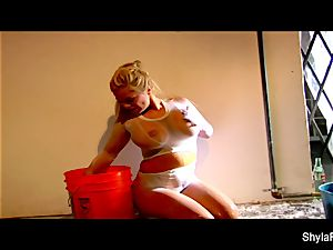 wet solo act with big-boobed towheaded Shyla Stylez