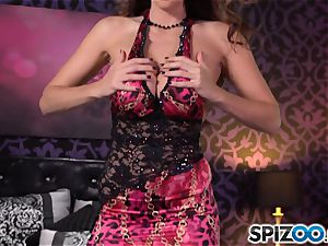 Spizoo-Watch Alison Tyler pummeling a large bone large fun bags