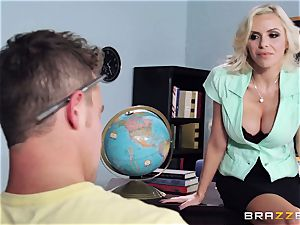 ash-blonde lecturer Nina Elle puts this college girl off his stride