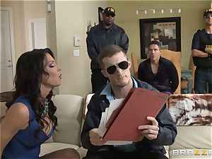 Criminals wifey Jessica Jaymes plumbed by a hot cop