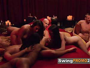 Hannah and JJ meet with other insane swingers before heading to the crimson room