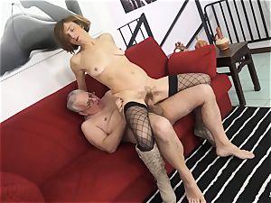 SCAMBISTI MATURI - Deep ass-fuck with mature Italian lady