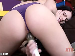 Alex Harper playthings her hungry cunt