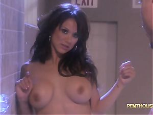 mind-blowing bathroom smash with super-hot stunner Nadia Styles