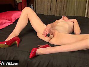 USAwives Solo Mature Penny Jones plaything masturbation